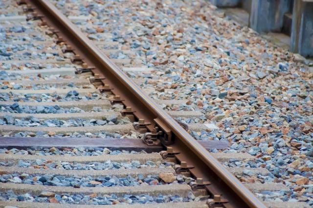 どこまでも続く電車の線路