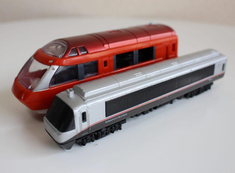 プラレールのロマンスカーGSEとNゲージダイキャストスケールモデルのロマンスカーEXEαを比較