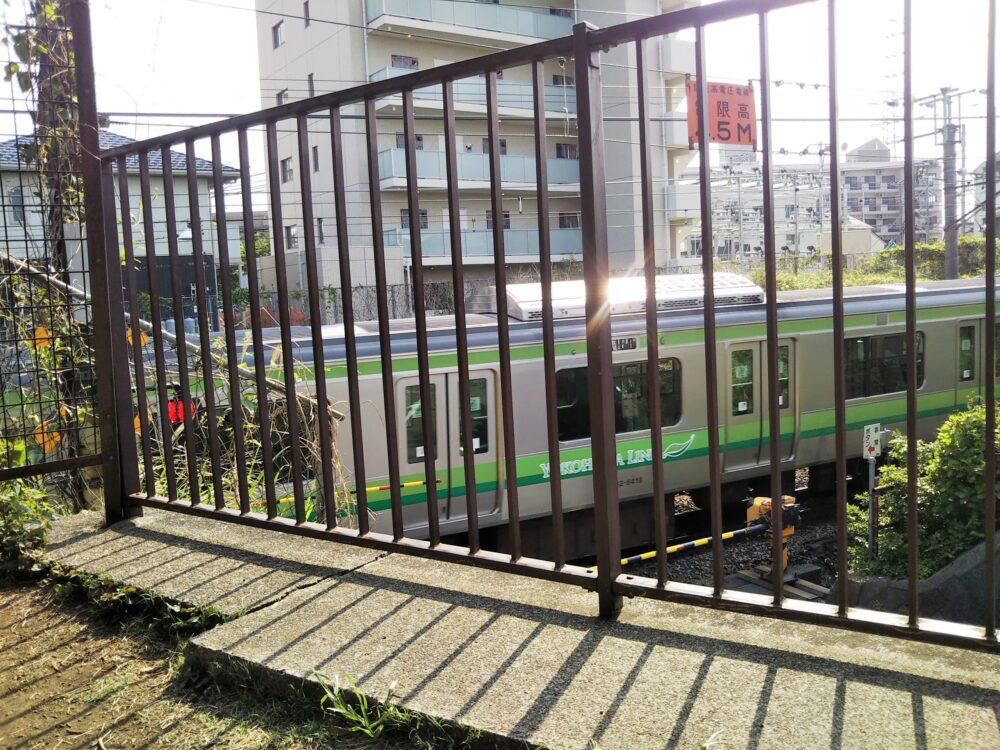 古淵北公園から見えるJR横浜線(子供の目線)