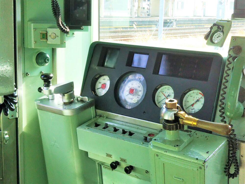 箱根登山電車の運転席