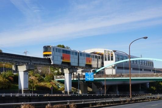 松が谷駅で見える多摩モノレール