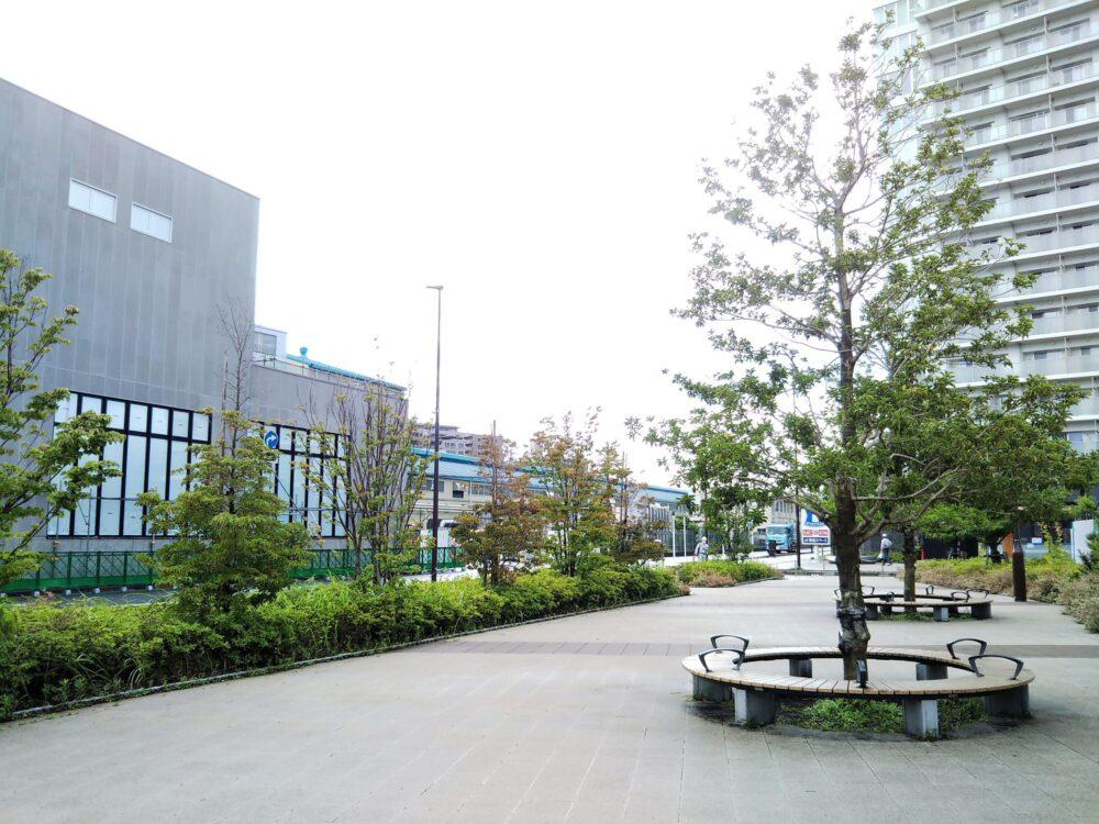 ロマンスカーミュージアムの隣にあるビナよりみち広場