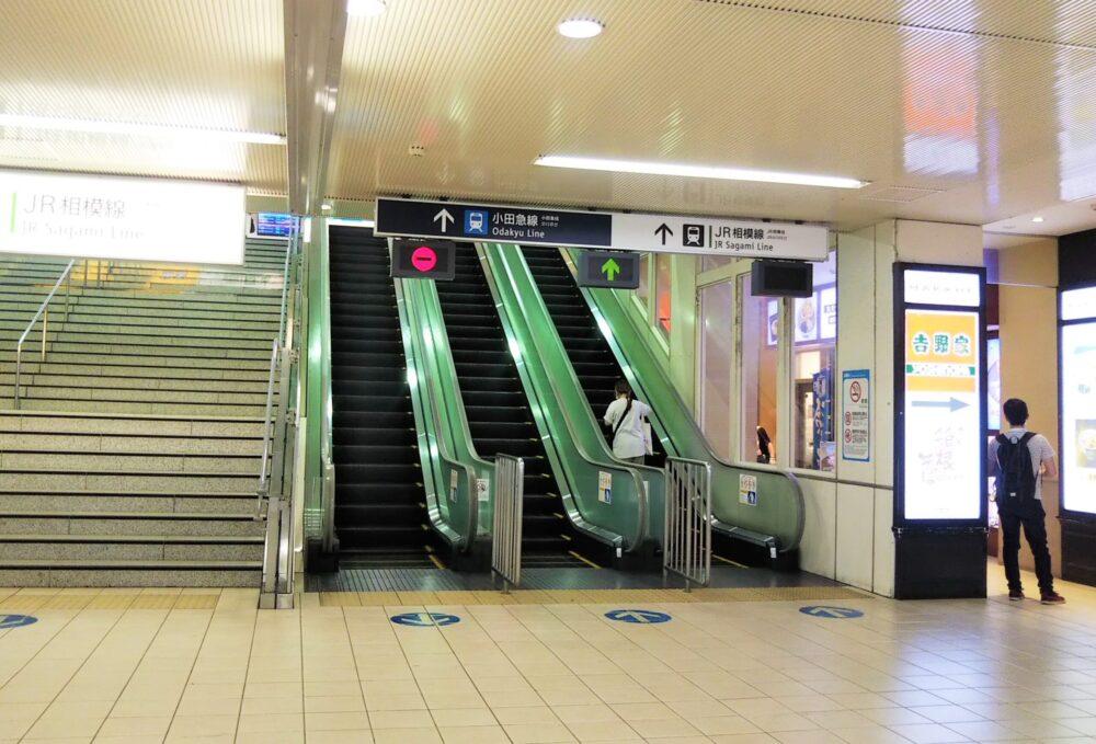 海老名駅相鉄線改札周辺の階段とスカレーター