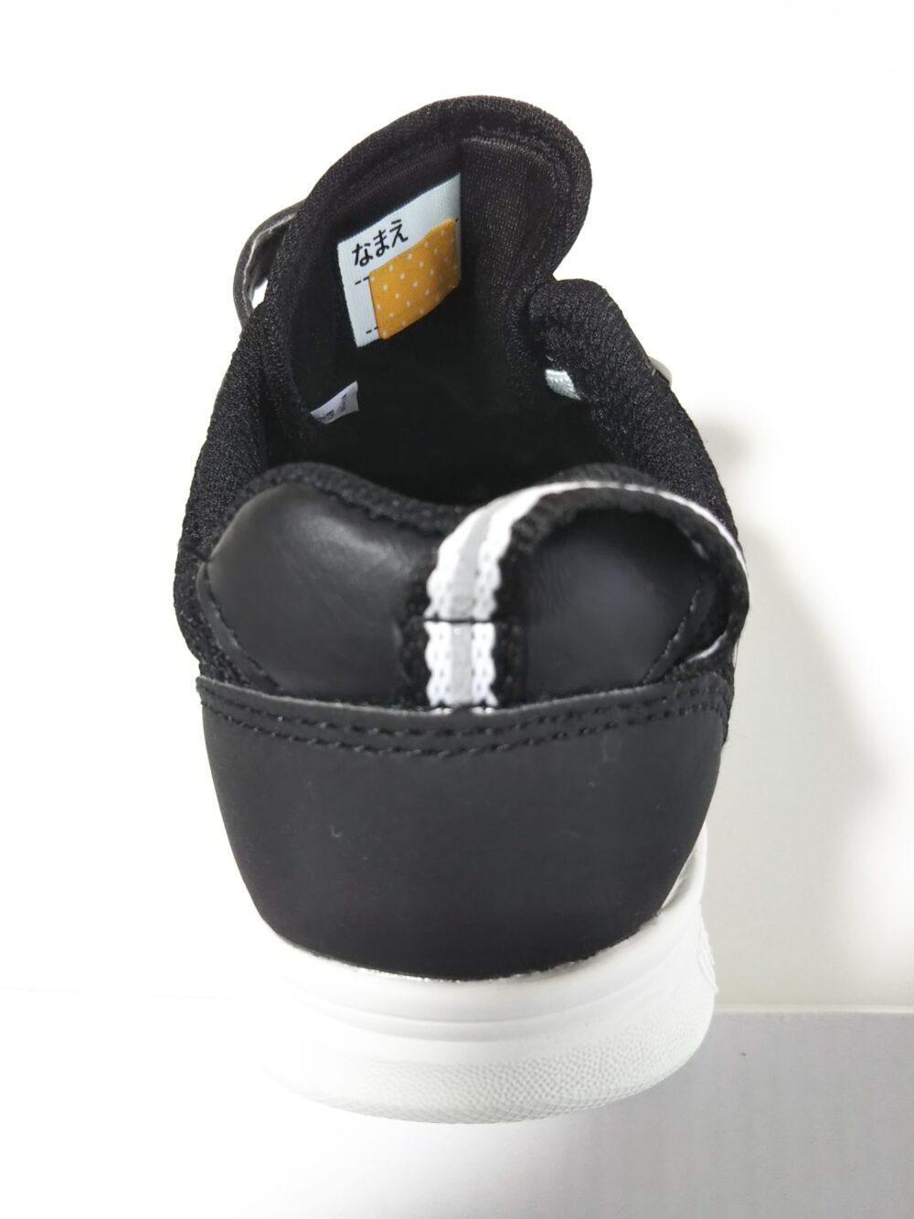 名前シール「タグペタラベル」を貼った靴