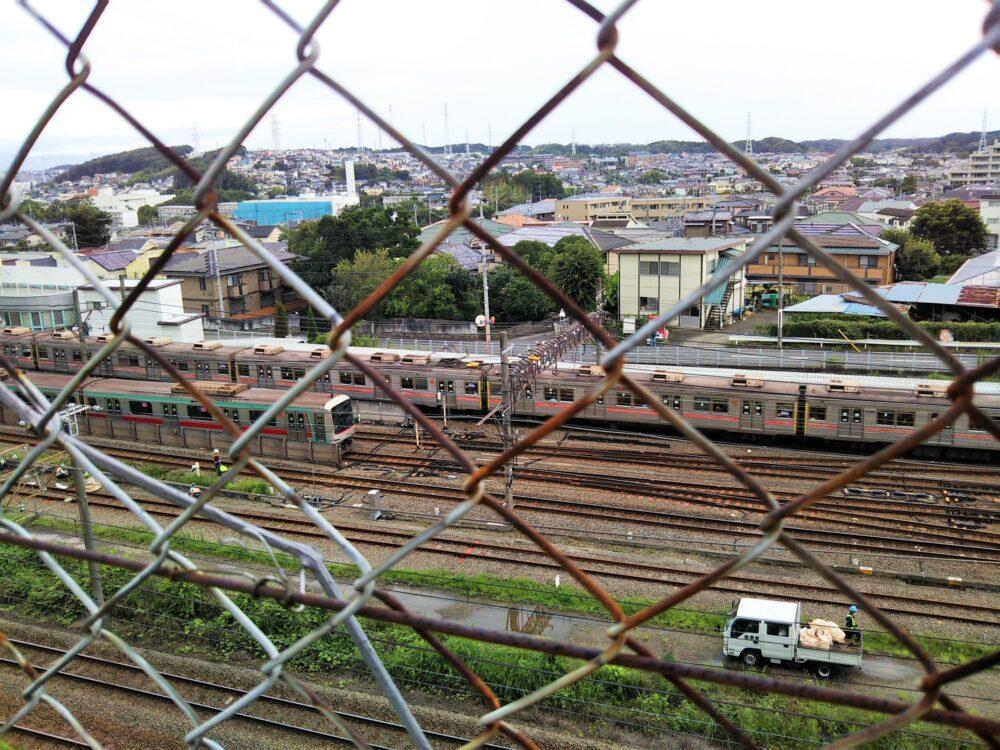 東急線の電車を見下ろせるスポット