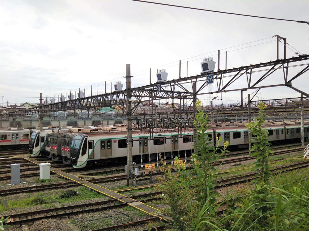 長津田駅で見える東急線の車両基地
