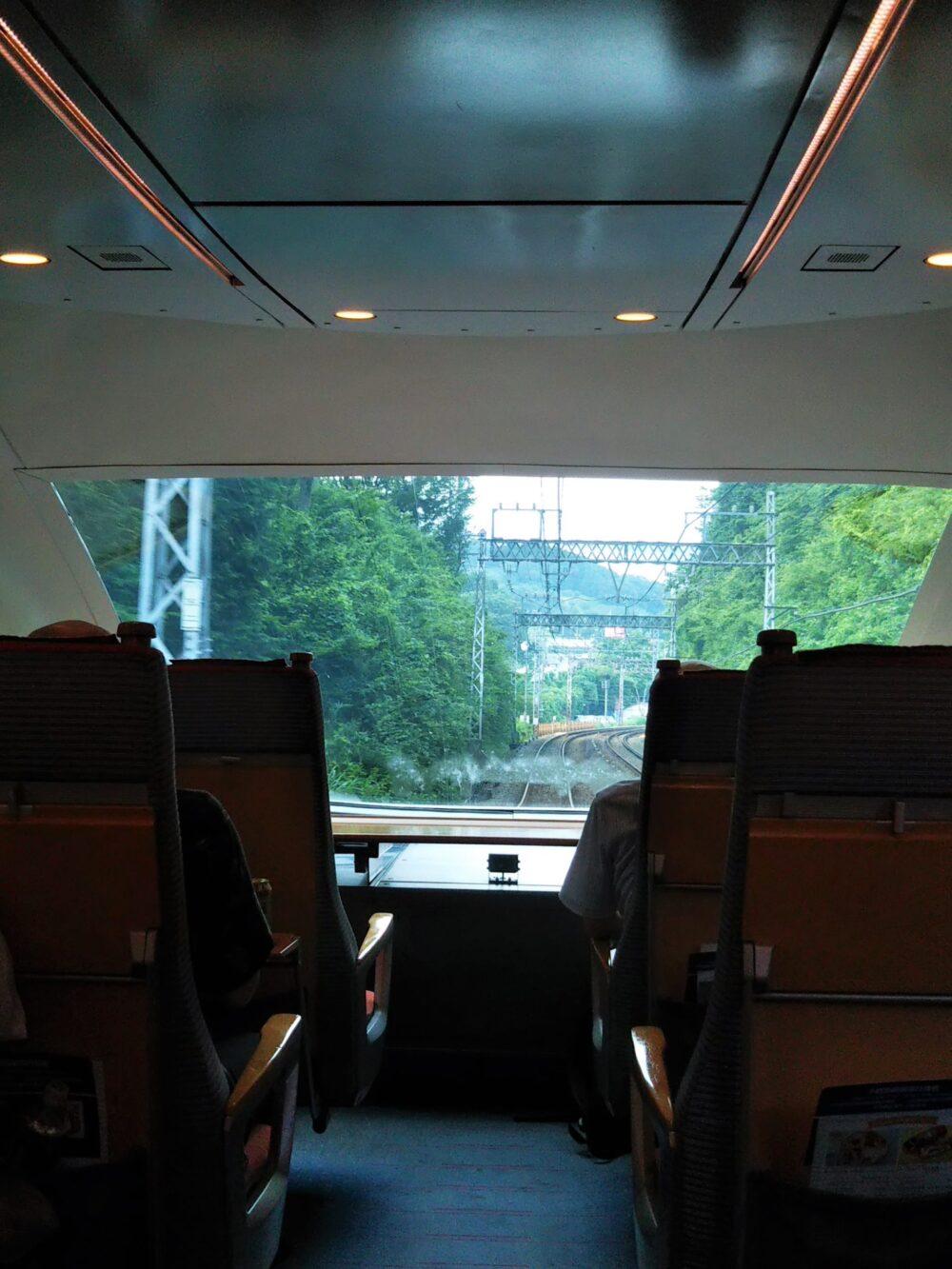 特急ロマンスカーVSEの展望席4列目9Bの座席から見える景色