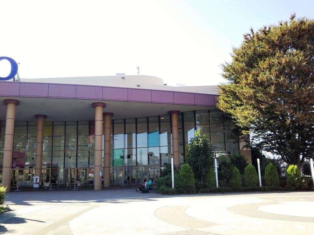 橋本駅にあるアリオ橋本の入口前にある広場