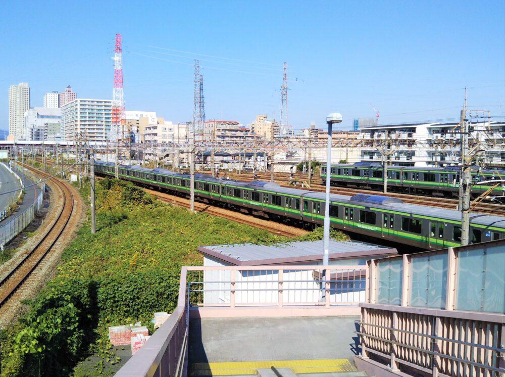 小山公園前跨線橋から見える横浜線の車両基地