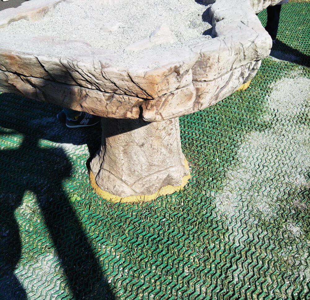 スポレク公園の発掘体験ができる砂場の高さ
