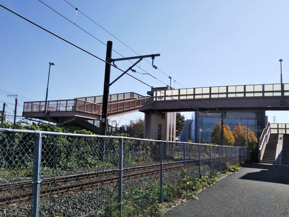 小山公園前跨線橋の外観