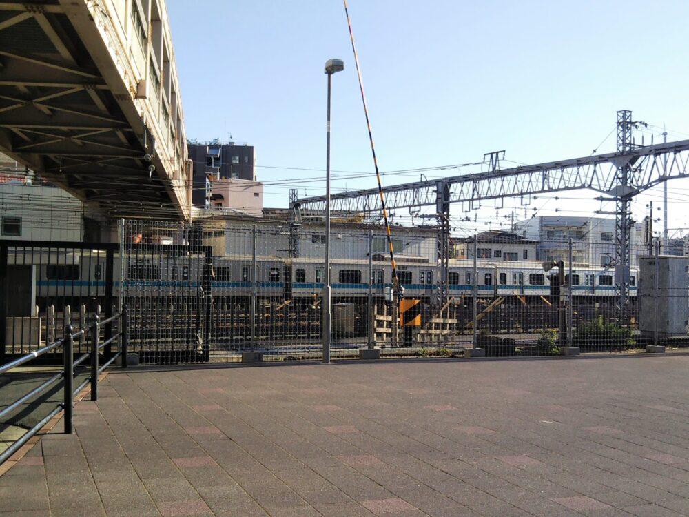 相模大野駅周辺にある線路沿いの広場(車両基地前)