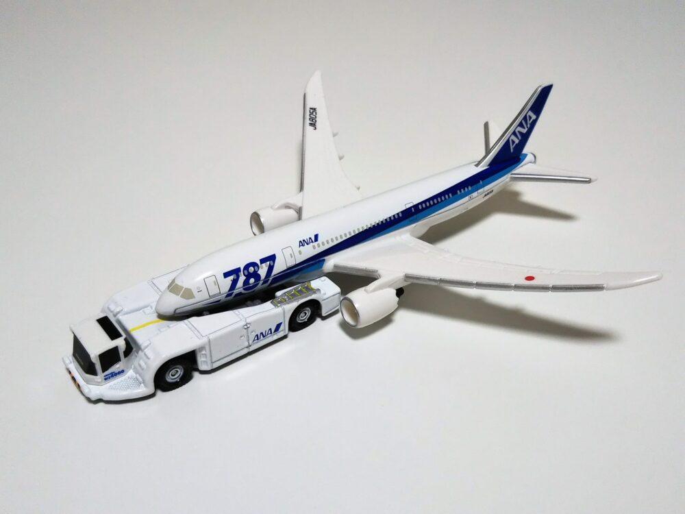 タカラトミーのトミカ『787エアポートセットANA』に付いているトーバーレストラクター