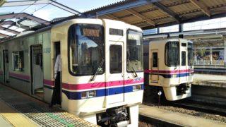 京王線の電車が並ぶ