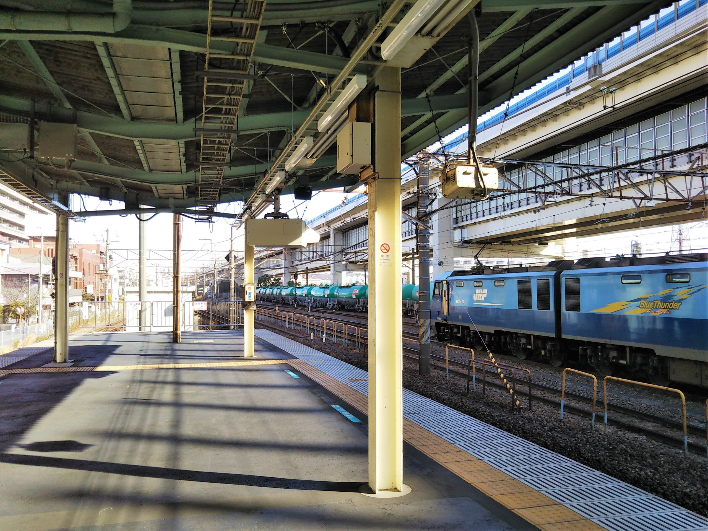 根岸駅のホーム(横浜方面側)