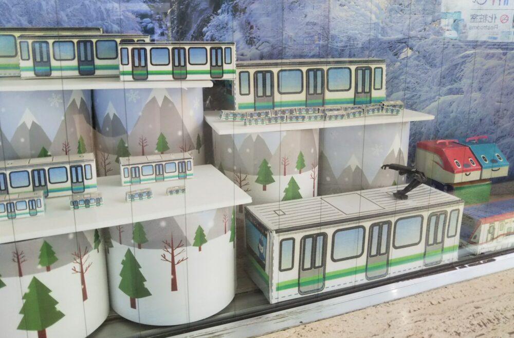 JR横浜線の相模原駅で見られる電車のペーパークラフト