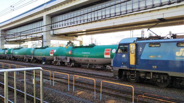 貨物列車とタンク車