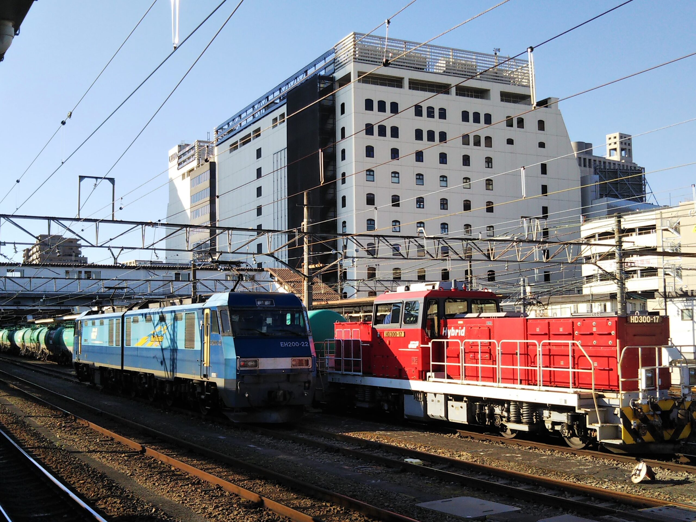 JR八王子駅で見れるディーゼル機関車とタンク車が連結完了