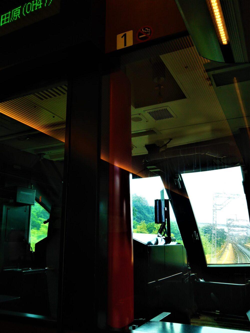 特急ロマンスカーMSEの座席1Dから見える景色