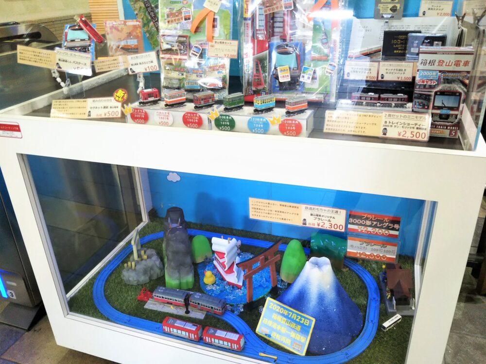 箱根湯本駅の改札にある電車のおもちゃ展示