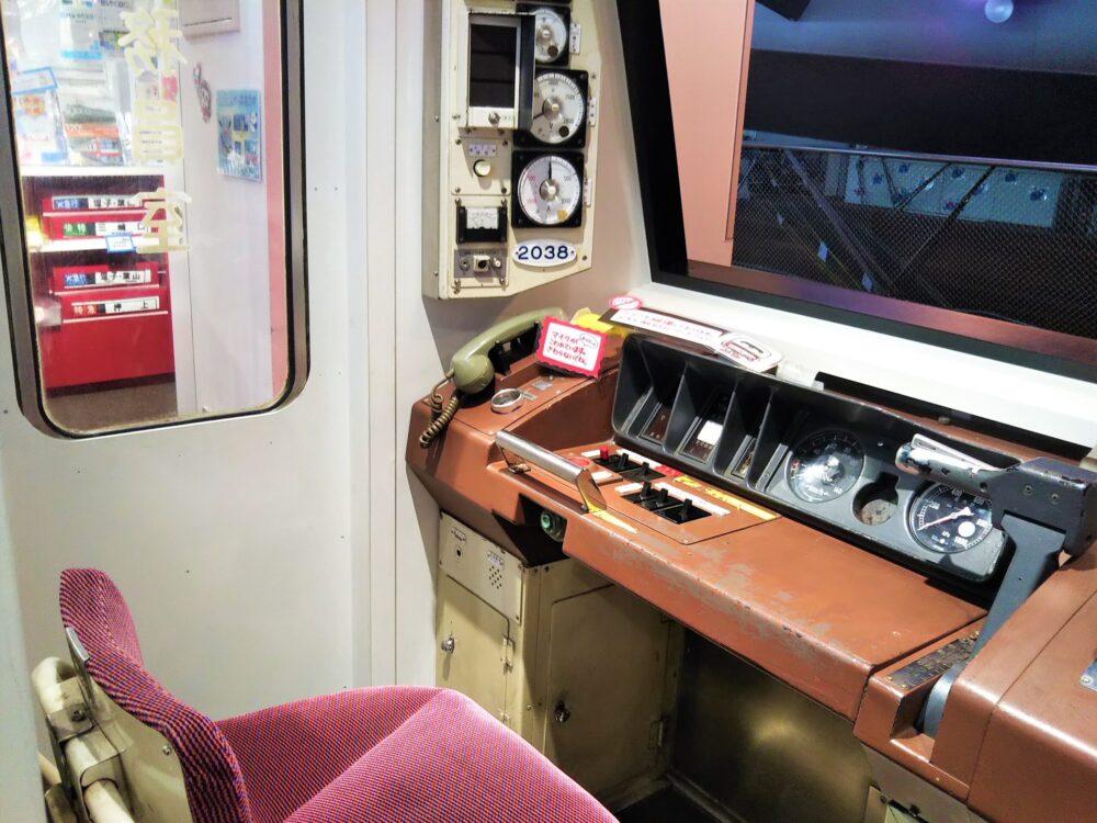 おとどけいきゅうプラス横浜港大さん橋店の運転席とイス
