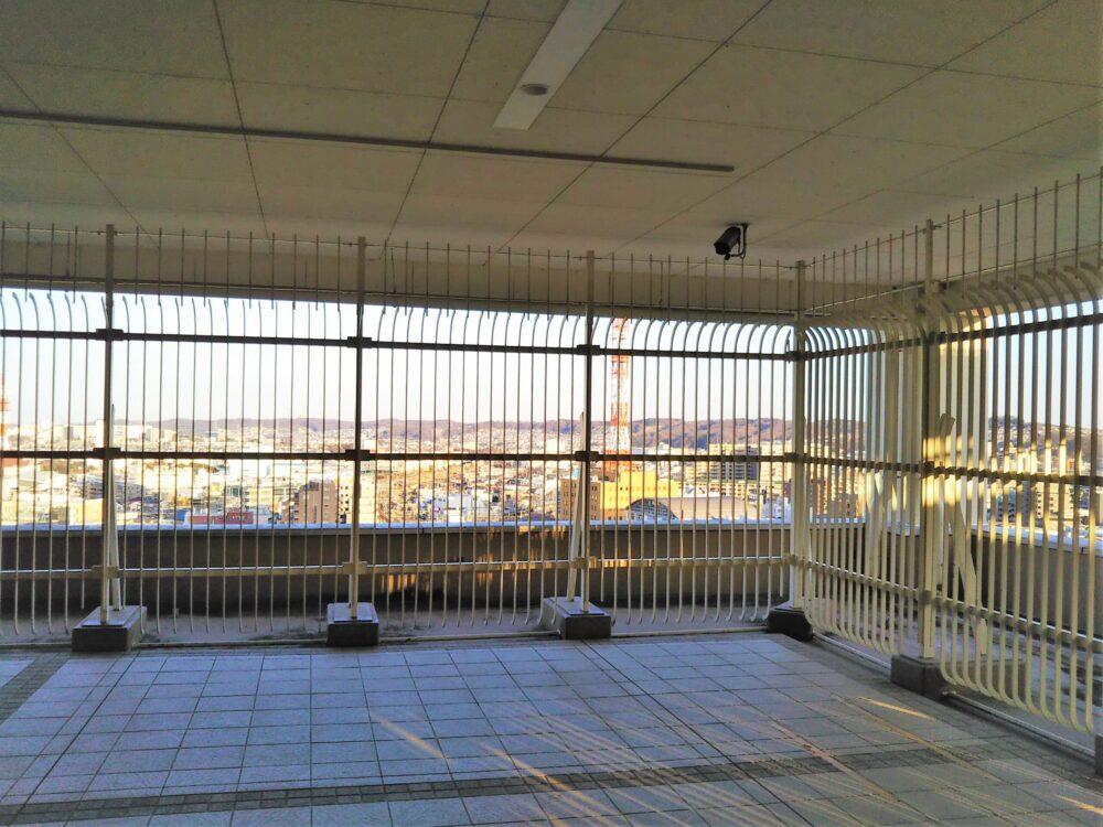 セレオ八王子屋上の電車が見える場所