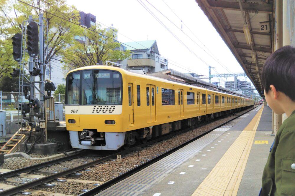 京急線のイエローハッピートレイン
