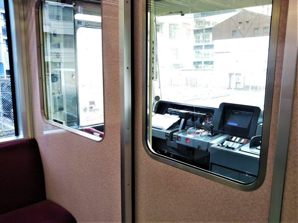 京急線の運転席