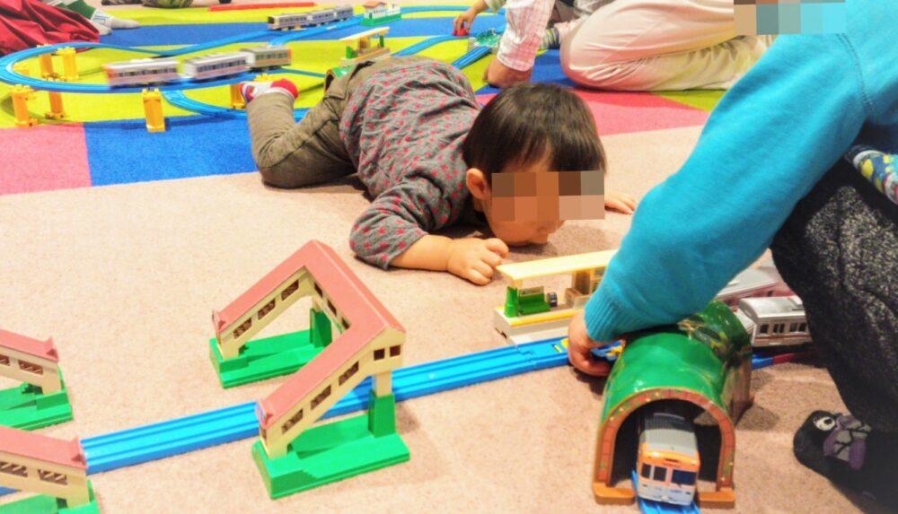 京王れーるランドのプラレールコーナー(1歳6か月の子供が遊ぶ)