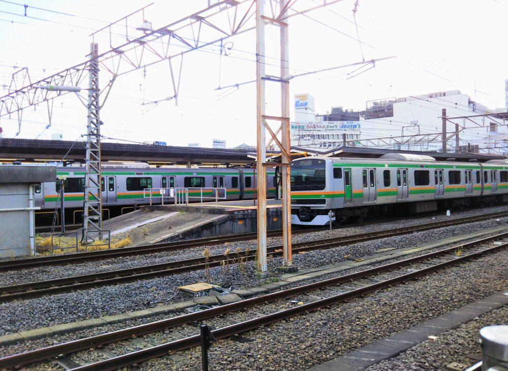 小田原駅に停車する東海道線の電車