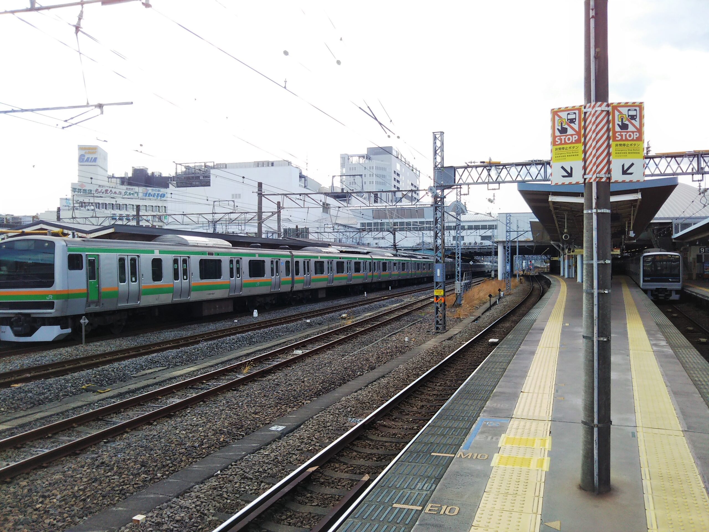 小田原駅の小田急線ホームとJR線ホーム