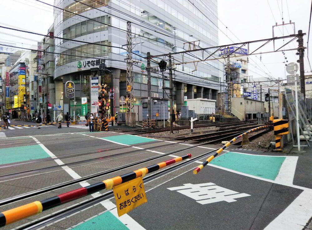 小田急線町田駅東口の大きな踏切