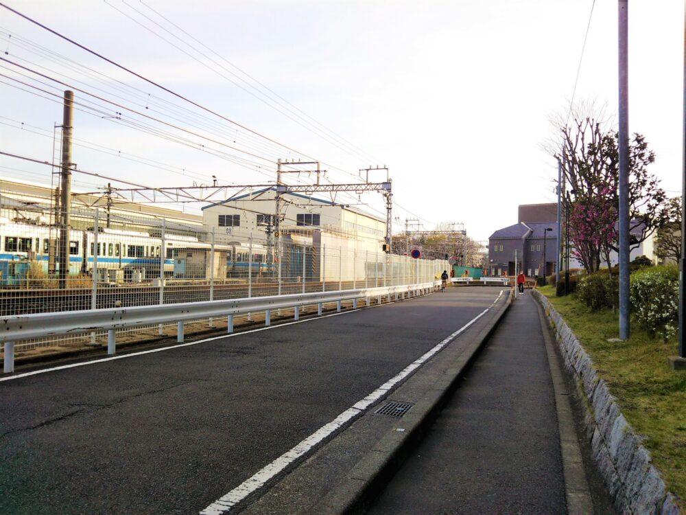 林間公園への道(車両基地沿い)