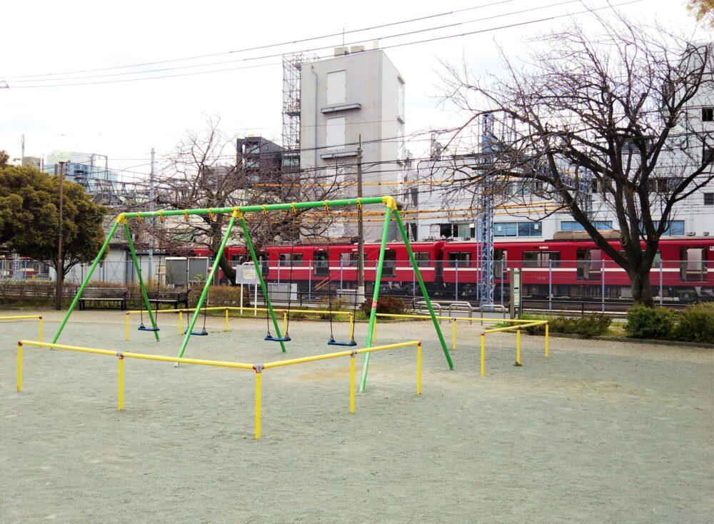 浦島公園から見える京急線の車両基地