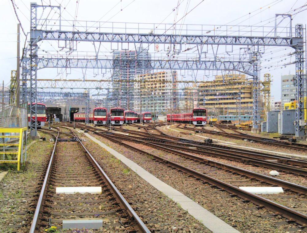 神奈川新町駅にある京急線の車両基地