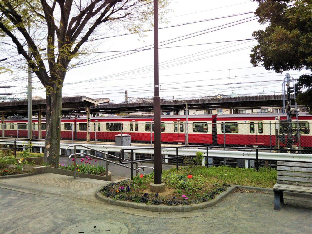 神奈川通東公園から見える京急線
