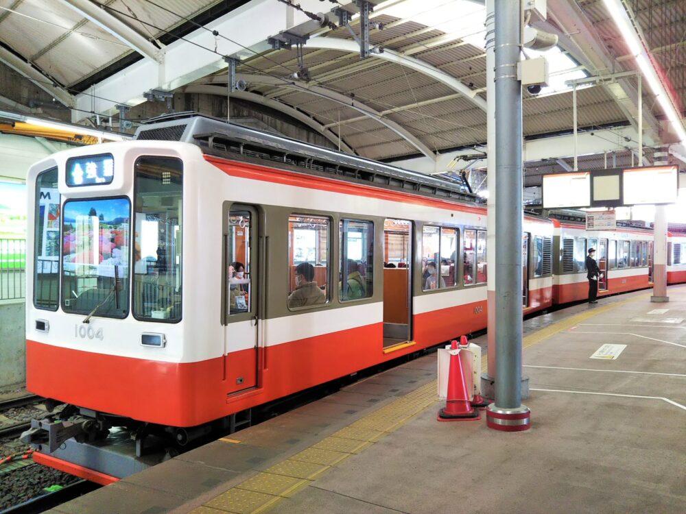 箱根登山鉄道の箱根湯本駅ホーム