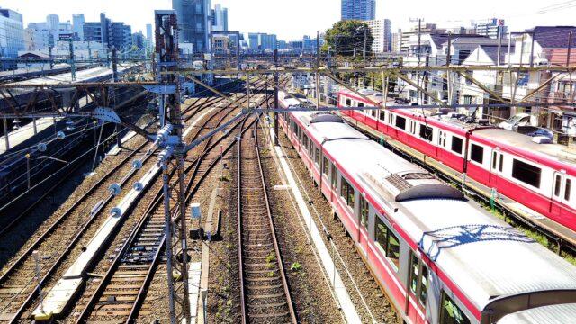 神奈川新町駅の跨線橋から見える京急線
