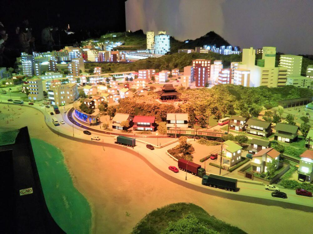 ロマンスカーミュージアムのジオラマパーク 鎌倉・片瀬江ノ島駅ゾーン(夕暮れ)