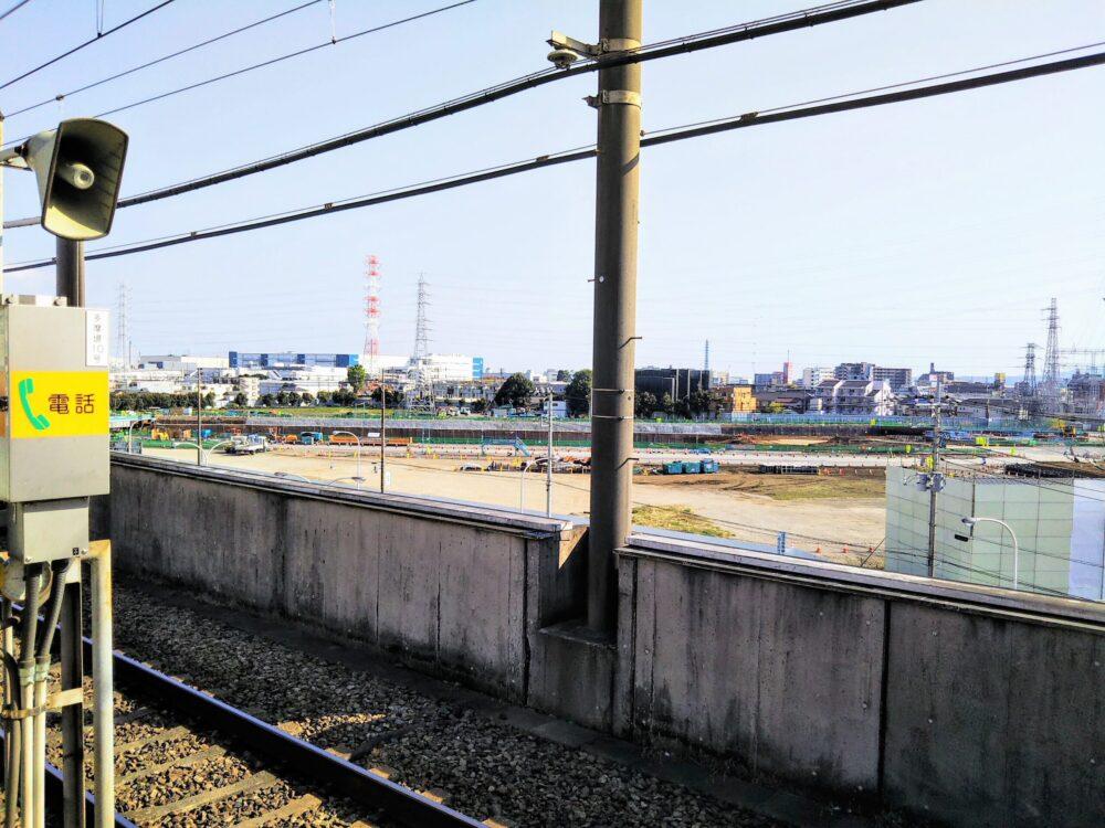 橋本駅ホームから見えるリニア新幹線工事現場