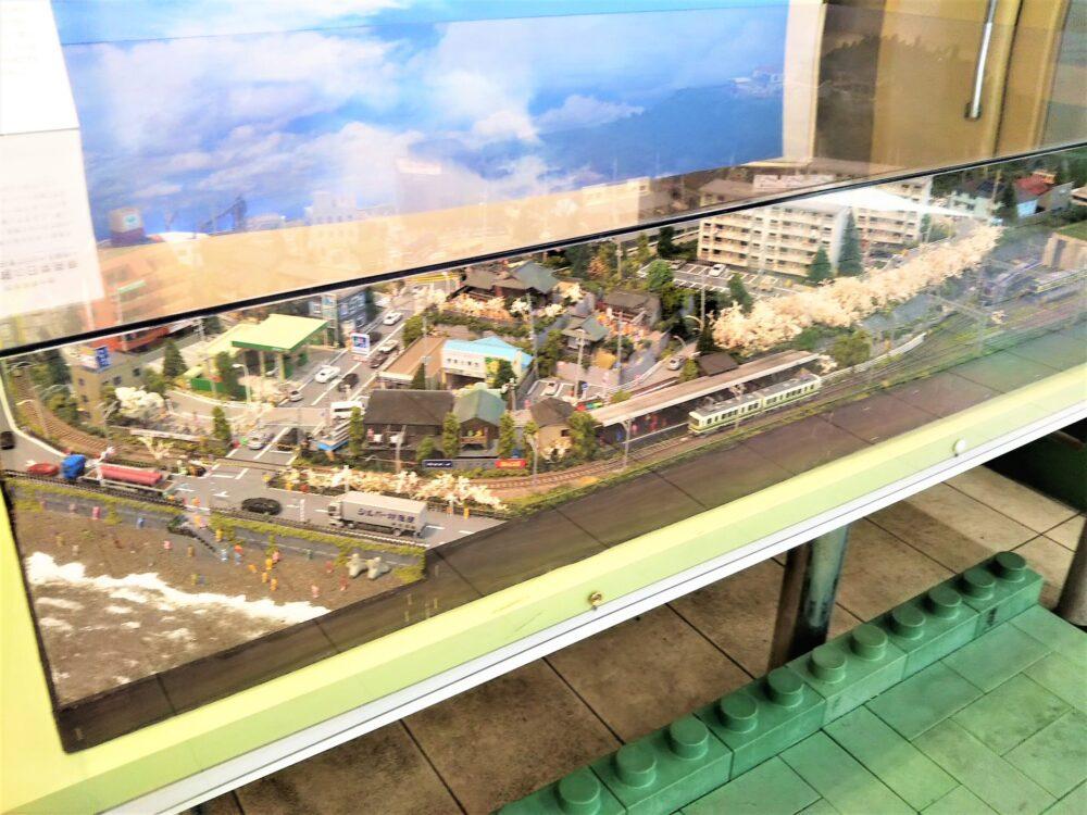 江ノ電|江ノ島駅の待合室にある鉄道模型