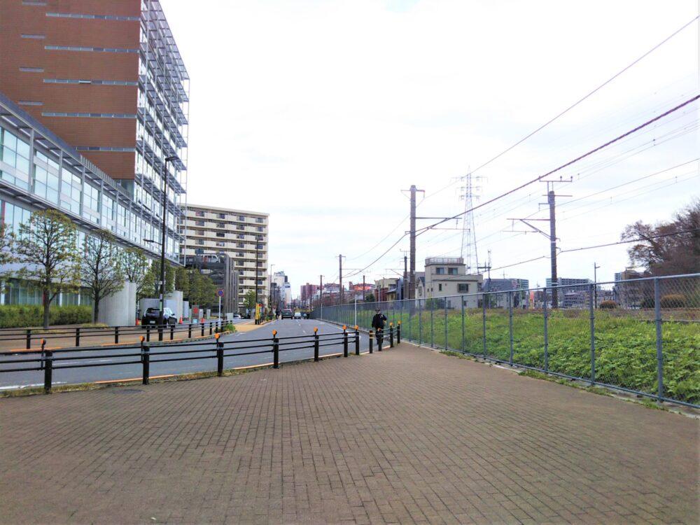 町田前市庁舎の南出入口側の広場が見える場所