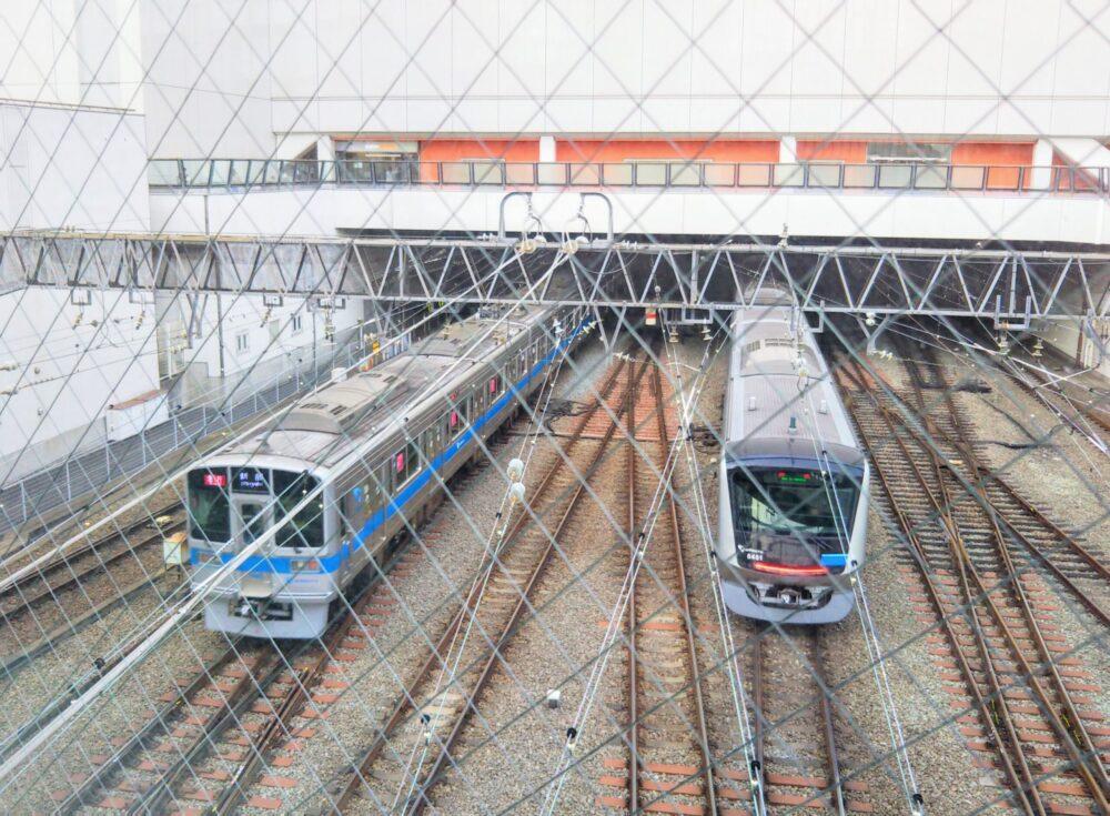 相模大野の跨線橋から見える電車(相模大野駅方面)
