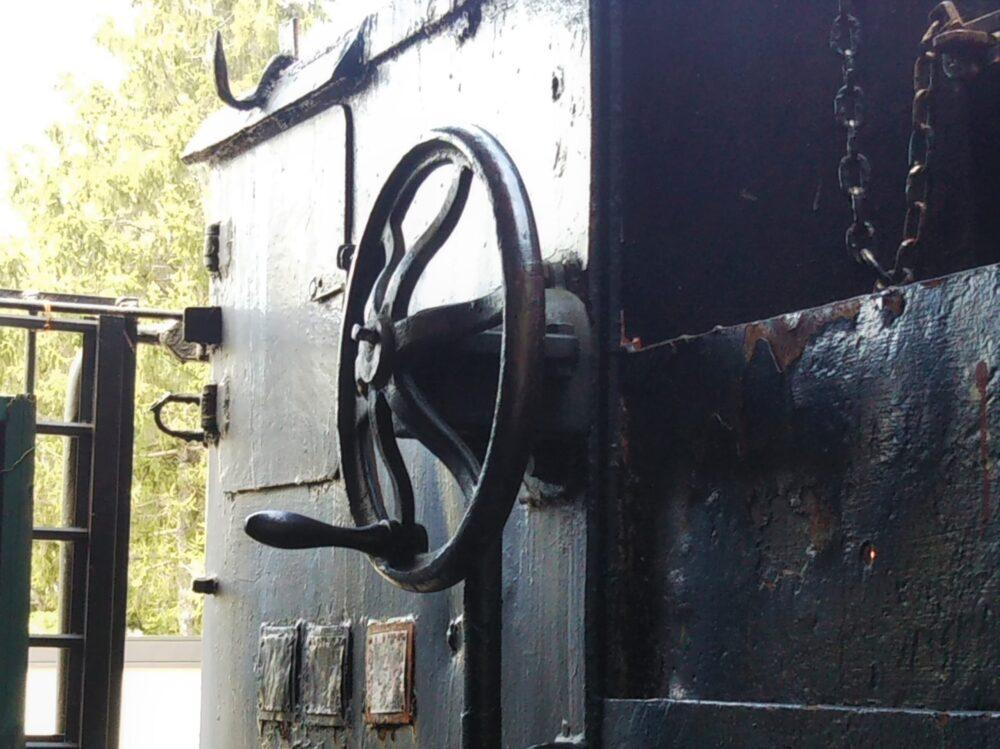 鹿沼公園にあるSLの運転室
