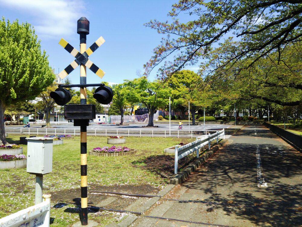 鹿沼児童交通公園にある踏切の警報灯