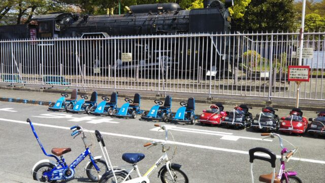鹿沼児童交通公園に並ぶ遊具