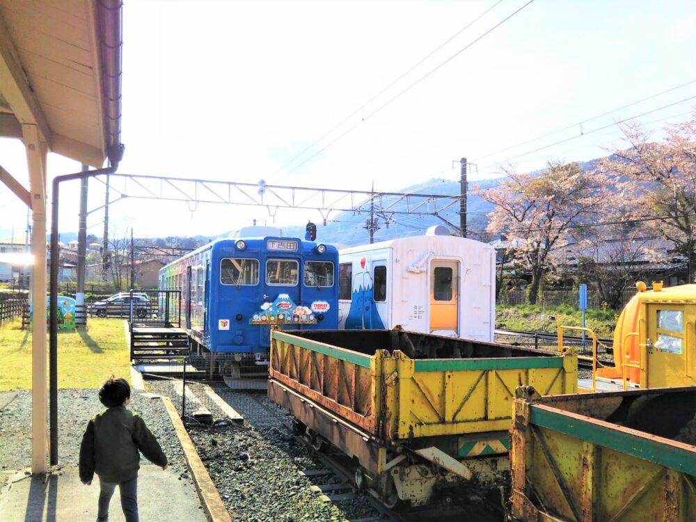 下吉田駅に保存展示されているトーマスランド号とフジサン特急