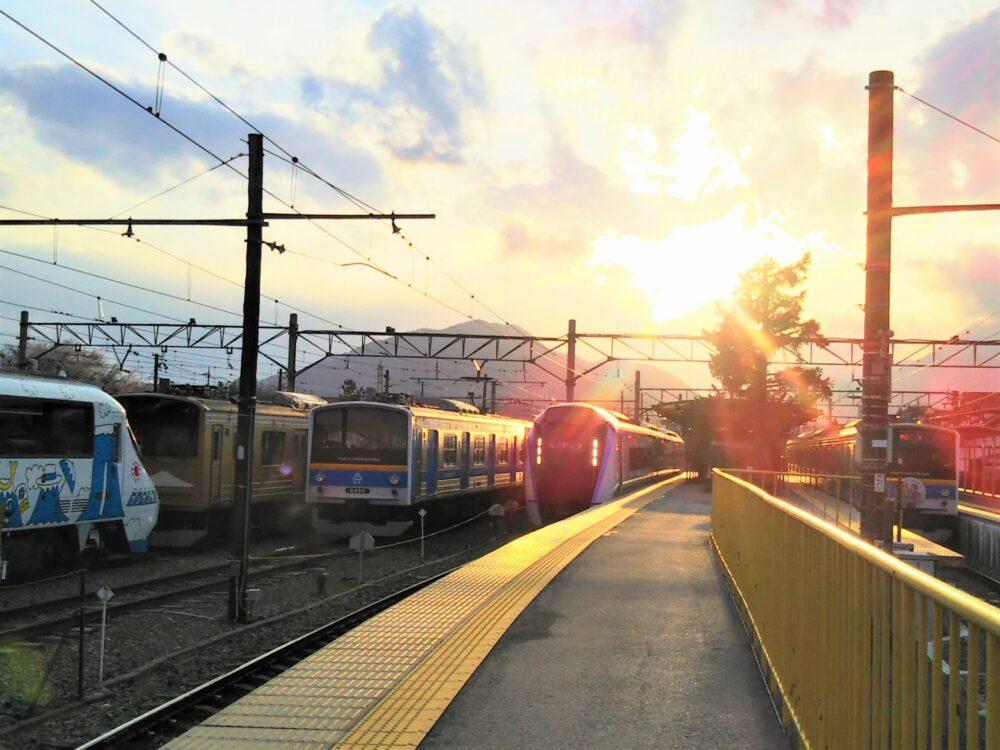 河口湖駅ホームで見える電車