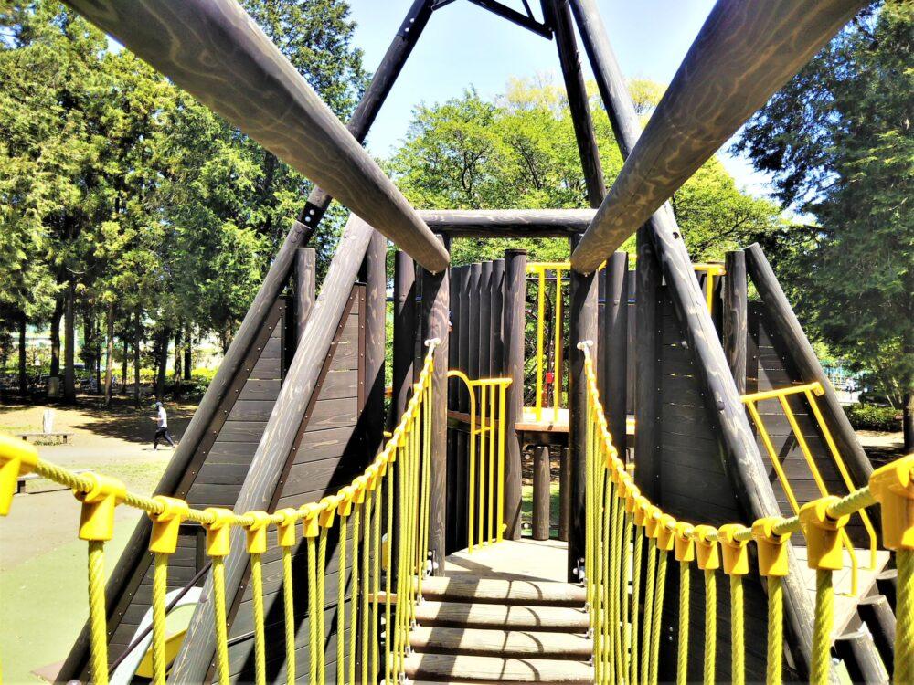 淵野辺公園の大型複合遊具|つり橋