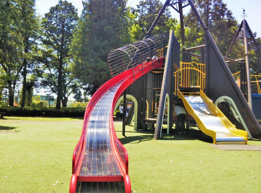 淵野辺公園の大型複合遊具|長い滑り台